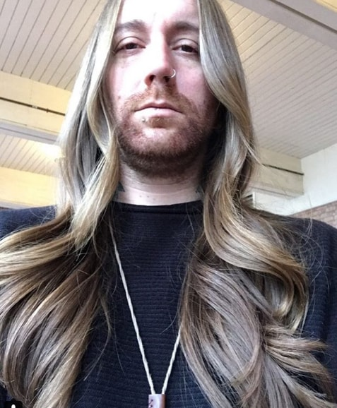 Long Wavy Hairstyle For Blonde Hair Type