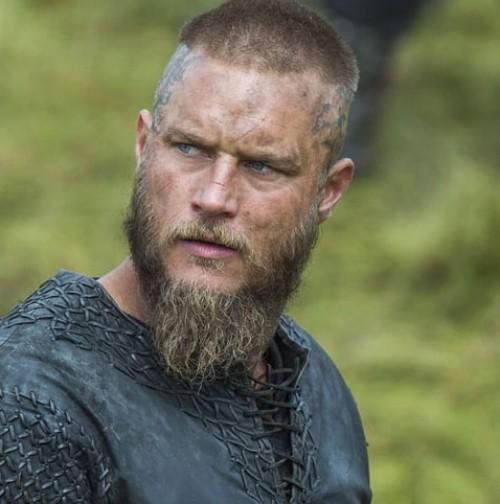 Short Hair With Undercut Ragnar Lothbrok Hairstyle