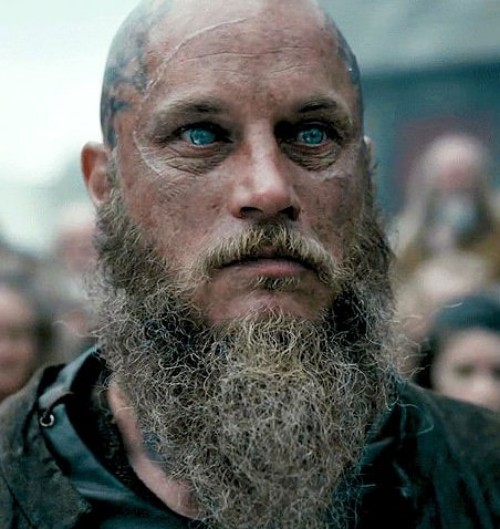 Old Warrior With A Grown Out Beard Ragnar Lothbrok Hairstyle