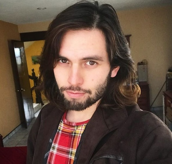 Shoulder Length Wavy Hairstyle